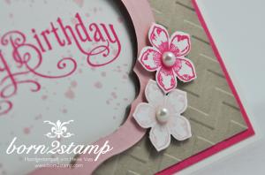 STAMPIN' UP! Geburtstagskarte mit Big Shot Prägeform Zickzackmuster und Framelits Labels Collection und Gorgeous Grunge und Perfectly Penned und Petite Petals