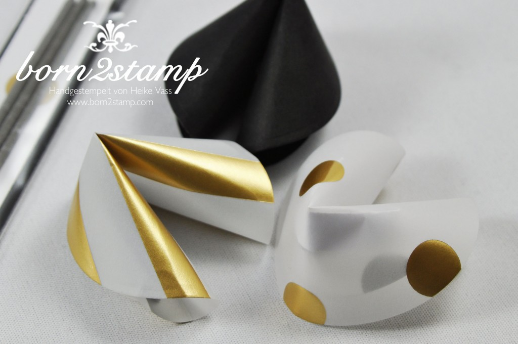 STAMPIN' UP! born2stamp Silvesterdeko Metro Type Alpha DSP Goldfantasie Satinband