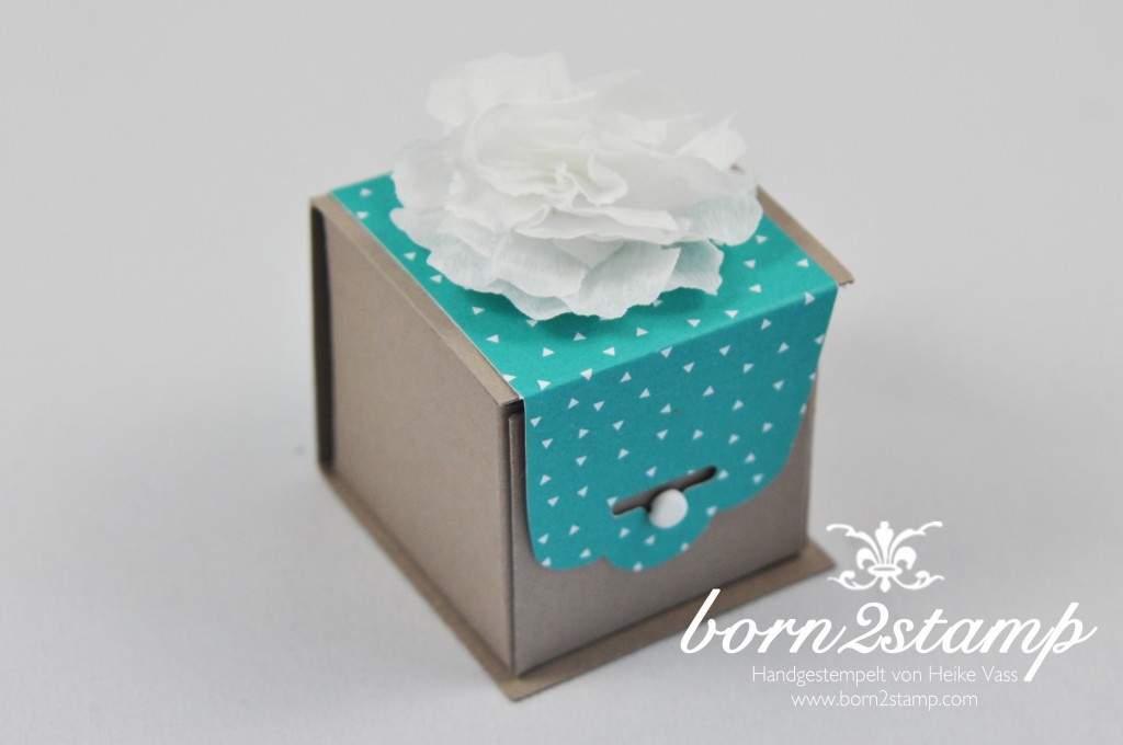 STAMPIN' UP! born2stamp Goodies - Stanze Gewellter Anhaenger - Stanze Stiefmuetterchen DSP im Block Bunte Party