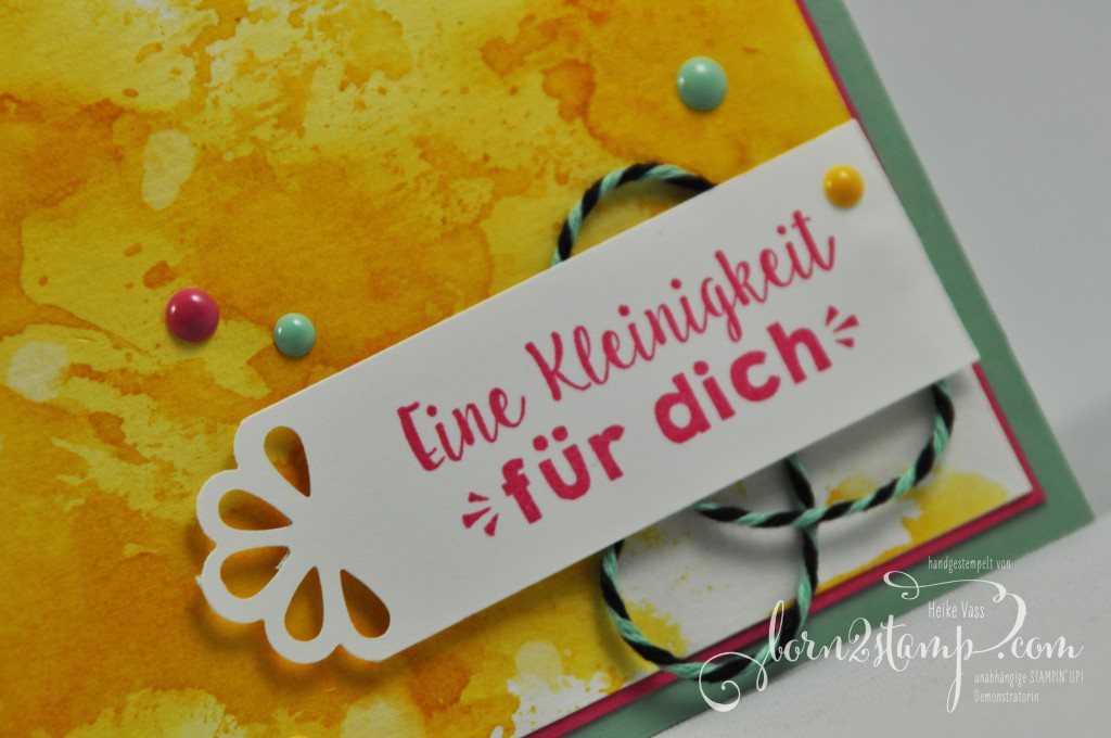 born2stamp STAMPIN' UP! Geburtstagskarte - Party-Gruesse - Lack-Puenktchen - Trio Stanze Elegante Ecken - Aquarell